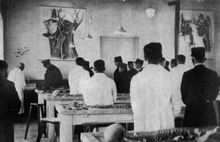 Reza Shah at the opening ceremony of the University of Tehran's Faculty of Medicine.